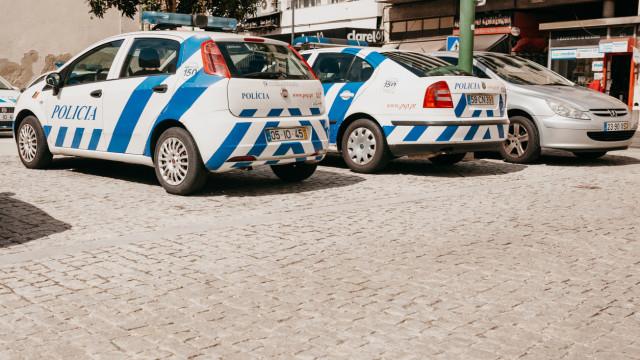 Homem atirou carro contra esplanada em Guimarães e fugiu
