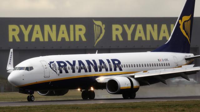 Lucros da Ryanair descem 7% em seis meses para 1,2 mil milhões