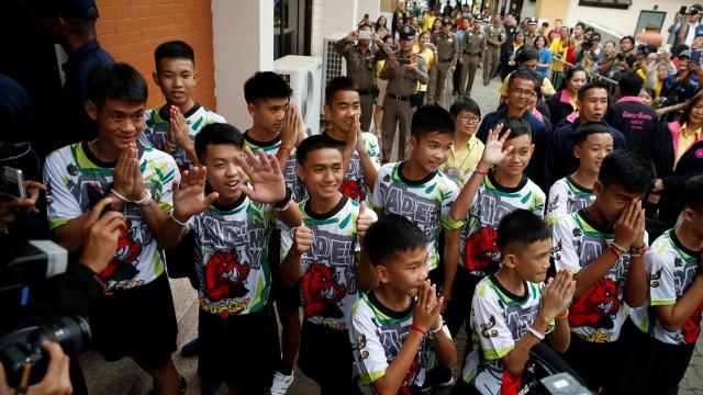 """""""Um milagre"""" na gruta. Após alta, rapazes na Tailândia falaram ao mundo"""