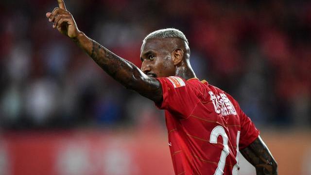 Talisca terá travado acordo entre Benfica e Manchester United