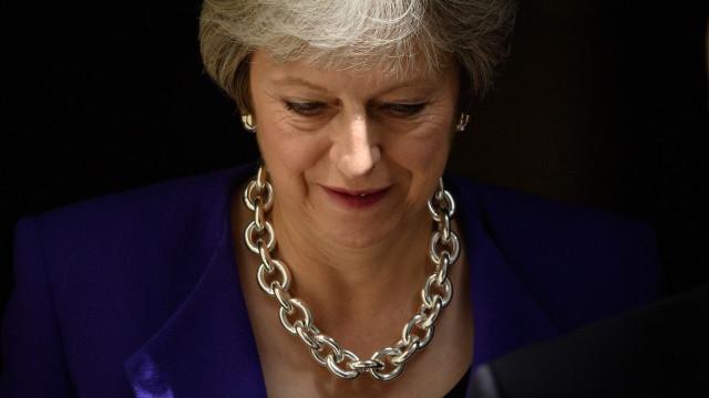 """Negociações """"por noite dentro"""" para conseguir acordo, garante Theresa May"""