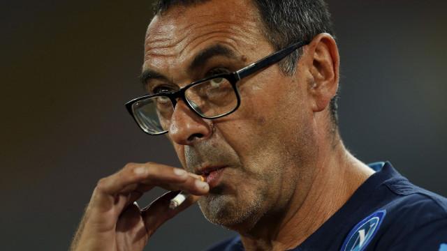 """Presidente do Nápoles critica Sarri: """"Queria levar a equipa toda"""""""