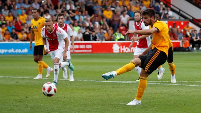 Rúben Neves marcou e Patrício não saiu do banco no empate do Wolves