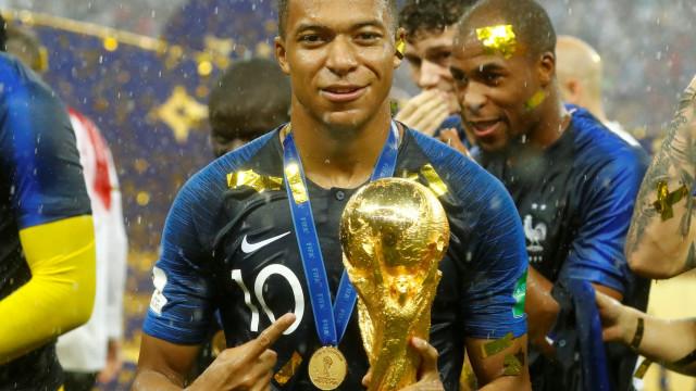 """Mbappé doou prémio do Mundial a ONG: """"Não precisava de ser pago"""""""