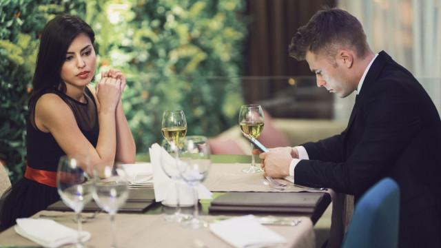 Quatro dicas não-verbais que indicam que o seu parceiro se quer separar