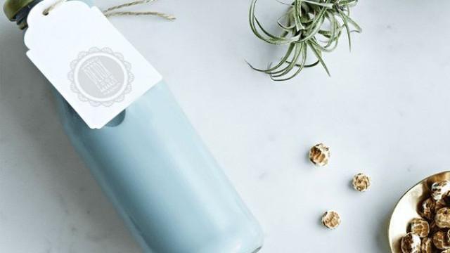 Sem corantes, a nova tendência entre produtos vegetais é o leite azul