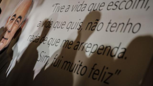 João Semedo foi recordado com música, poesia e cravos