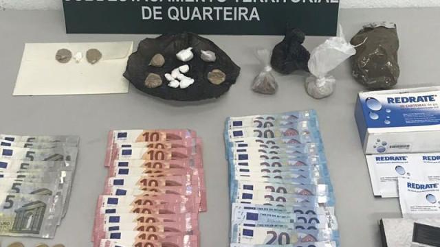 Mulher detida com mais de 800 doses de heroína em Quarteira