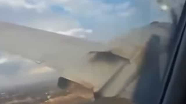 O momento (arrepiante) em que avião cai e passageiro capta imagens