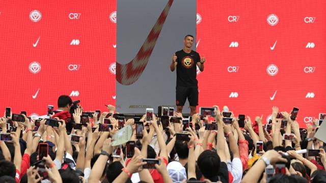 Sarri vai às 'compras' a Turim e até pode 'pagar' Cristiano Ronaldo