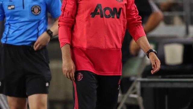 Mourinho desespera por reforços, mas United não lhe dá mais dinheiro