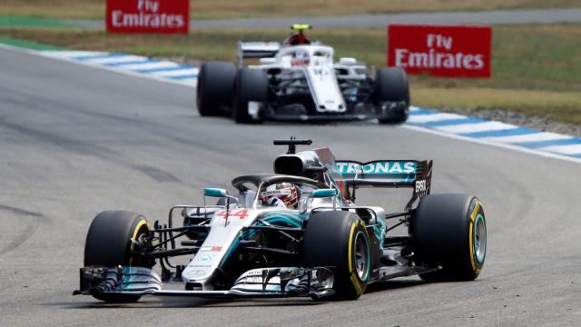 Corrida de emoções: Hamilton parte do 14.º lugar e vence GP da Alemanha