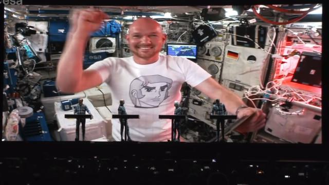 Astronauta participou em concerto dos Kraftwerk a partir do Espaço
