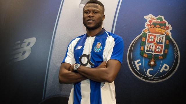 Oficial: Mbemba é reforço do FC Porto