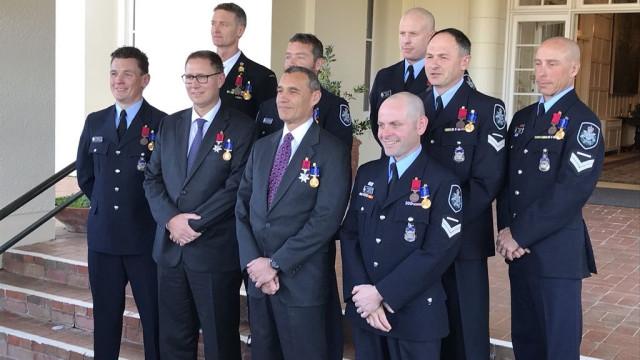Austrália condecora nove australianos pelo resgate em gruta na Tailândia
