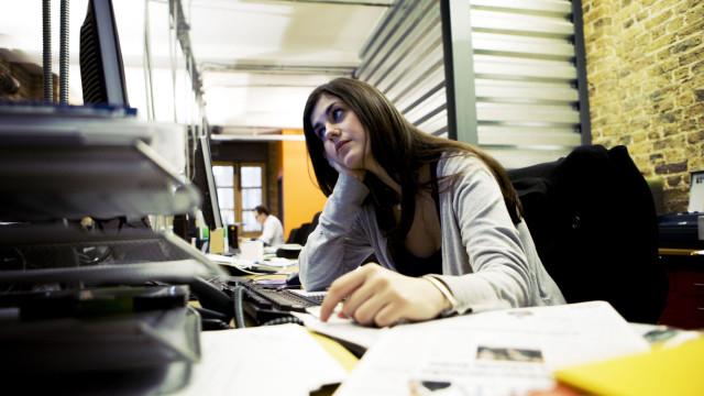 S.O.S: Empregados de escritório passam mais de 1700 horas em frente ao PC