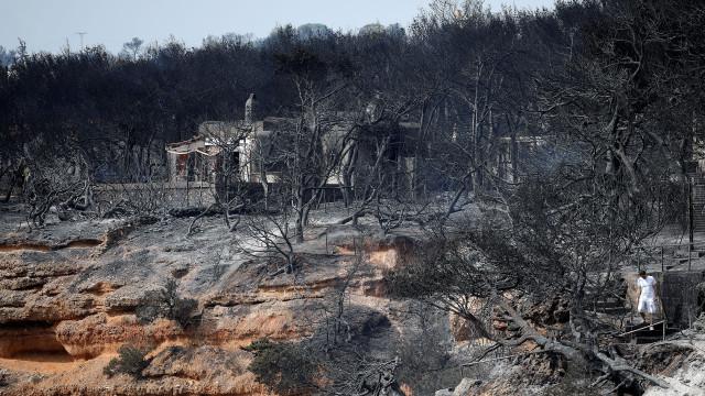 Número de mortos nos incêndios na Grécia sobe para 88