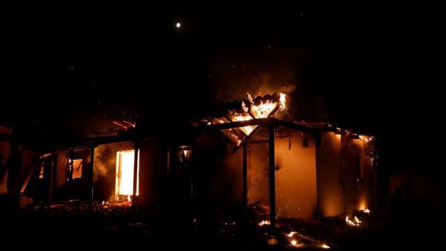 Número de mortes dos incêndios na Grécia subiu para 74