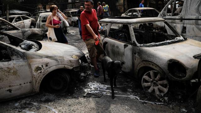 Vítimas de incêndio em aldeia grega encontradas abraçadas