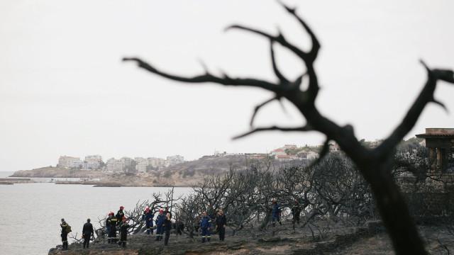 Número de mortos volta a aumentar na Grécia com a tragédia dos incêndios