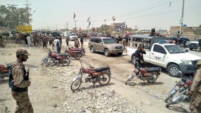 Bomba explode no Paquistão e faz pelo menos 25 mortos no dia de eleições