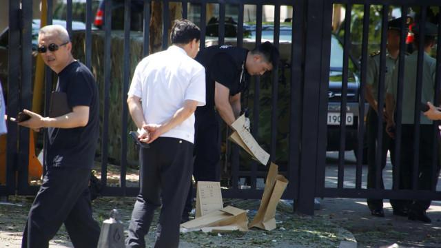 Um ferido após explosão de engenho junto a embaixada dos EUA em Pequim