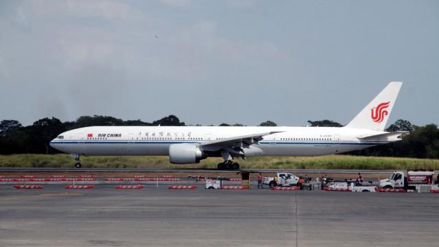 Avião teve de regressar a Paris devido a ameaça terrorista