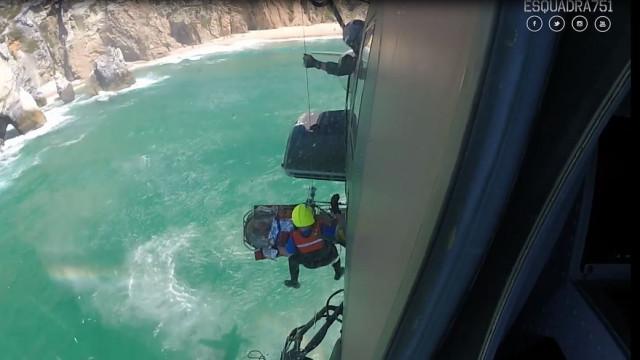 Jovem resgatado da Praia da Ursa pela Força Aérea