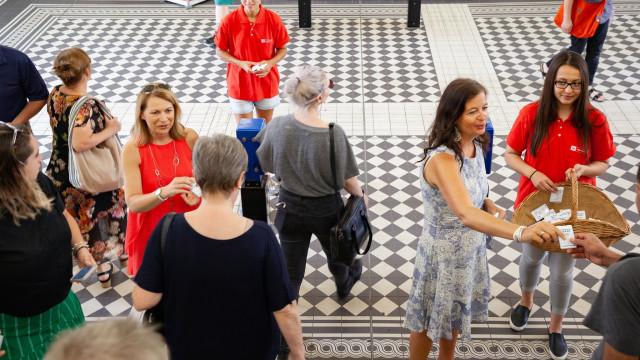 Metro de Viena dá desodorizante a passageiros durante onda de calor