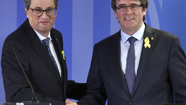 """Puigdemont diz que continuará a defender a """"justa causa do povo catalão"""""""