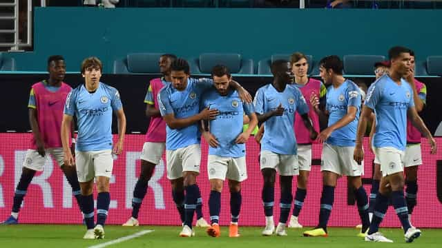 Com Bernardo Silva ao leme, Manchester City procura feito inédito