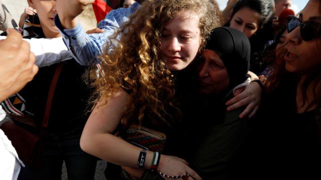 Ahed Tamimi, jovem símbolo da resistência palestiniana, já saiu da prisão