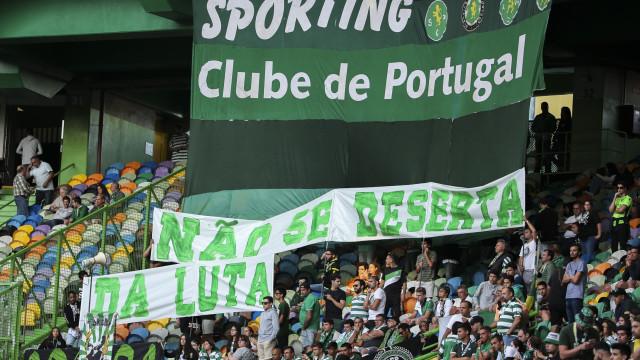 Sporting regressou a casa e viu 'recados' nas bancadas