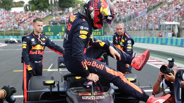 """Verstappen arrasa após o abandono: """"Isto é uma brincadeira de m****"""""""