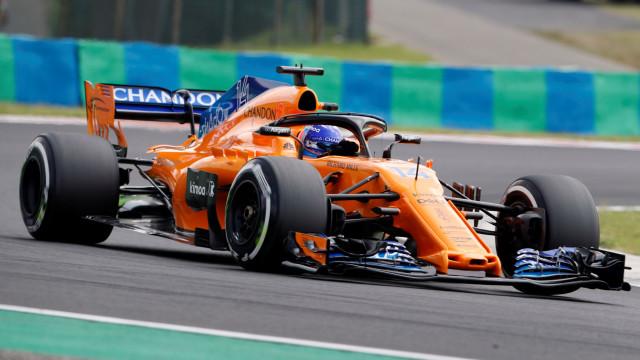 Fernando Alonso surpreendido pela equipa em pleno GP da Hungria