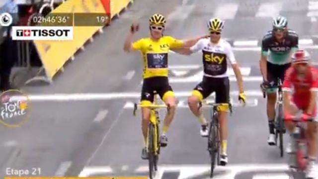 De um campeão para outro: O gesto de Froome para Thomas no final do Tour