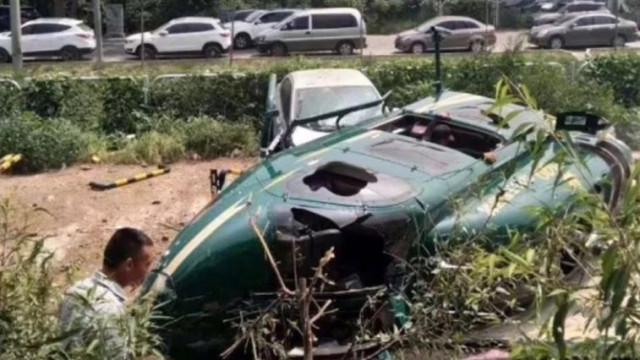 Helicóptero caiu em Pequim. Há quatro feridos mas a piloto evitou o pior