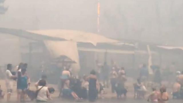 Vídeo mostra pessoas no mar depois de fugirem às chamas em Mati