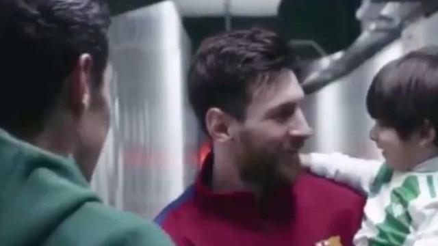 O incrível momento em que o filho de Guardado conhece Messi
