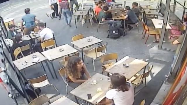 Detido suspeito de assediar e agredir jovem francesa em Paris