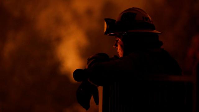 As impressionantes imagens da força das chamas na Califórnia