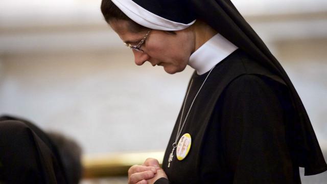 Freiras católicas nos EUA denunciam abusos sexuais de padres e bispos