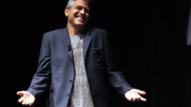 George Clooney acusado de sujar cidade italiana durante gravações
