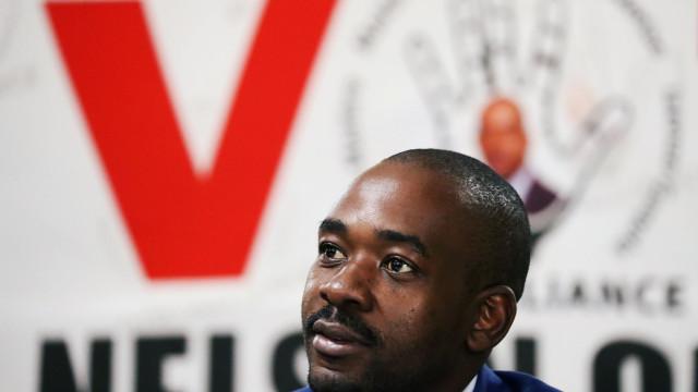 """Líder da oposição do Zimbabué reivindica vitória eleitoral """"brilhante"""""""
