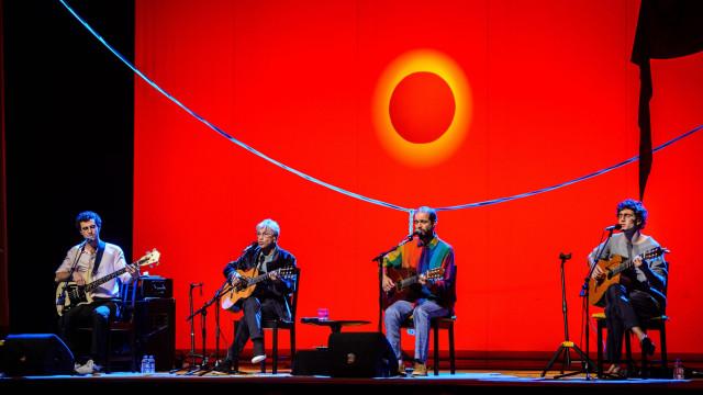 Caetano trouxe os filhos a Lisboa para mostrar a força que os faz cantar