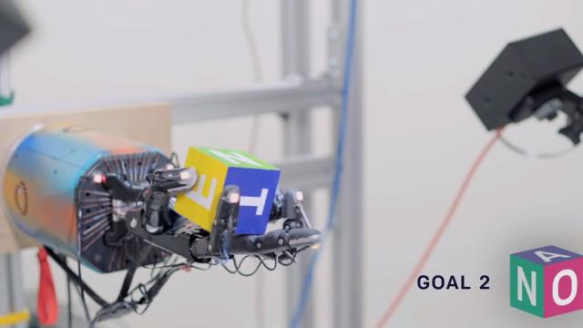 Vídeo mostra manipulação perfeita de cubo por um robot