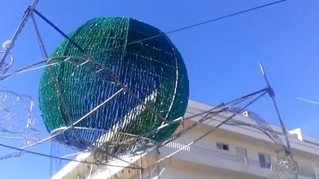 Decoração de festa em risco de queda em Vila do Conde