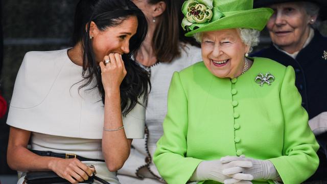 Rainha Isabel II vai dar mais trabalho a Meghan Markle após o parto