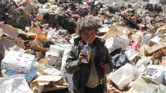 Cerca de três mil crianças fogem diariamente de cidade no Iémen