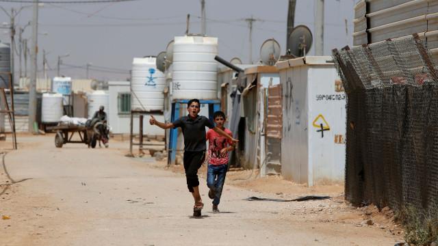 Grupo armado na Síria está a recrutar crianças junto de famílias pobres